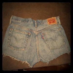 Distressed Levi's shorts NWT